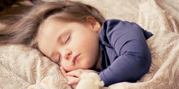子どもが心地よく寝ている様子