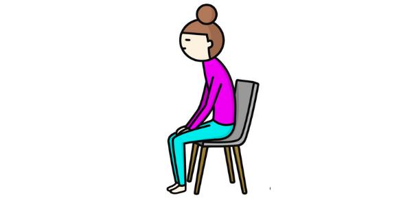 椅子に座っている姿勢が猫背になっている女性の図